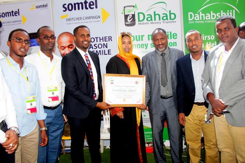 Shirkaddaha Dahabshiil Group oo lagu Abaalmariyey Doorkii ay ku lahayd  Carwadda siddeedaad ganacsiga Somaliland.