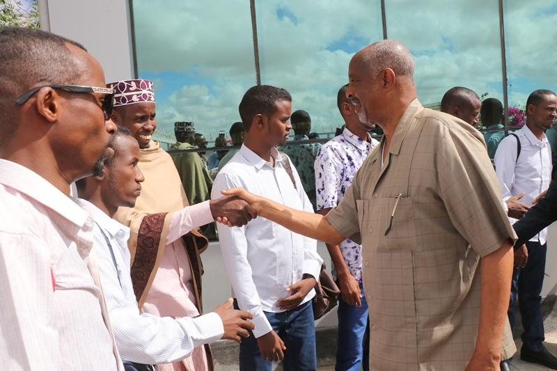 Wasiirka Arrimaha gudaha Somaliland oo sagootiyaya maxaabiista Puntland oo ka dhoofaya Madaarka Hargeysa 3 Jun 2019